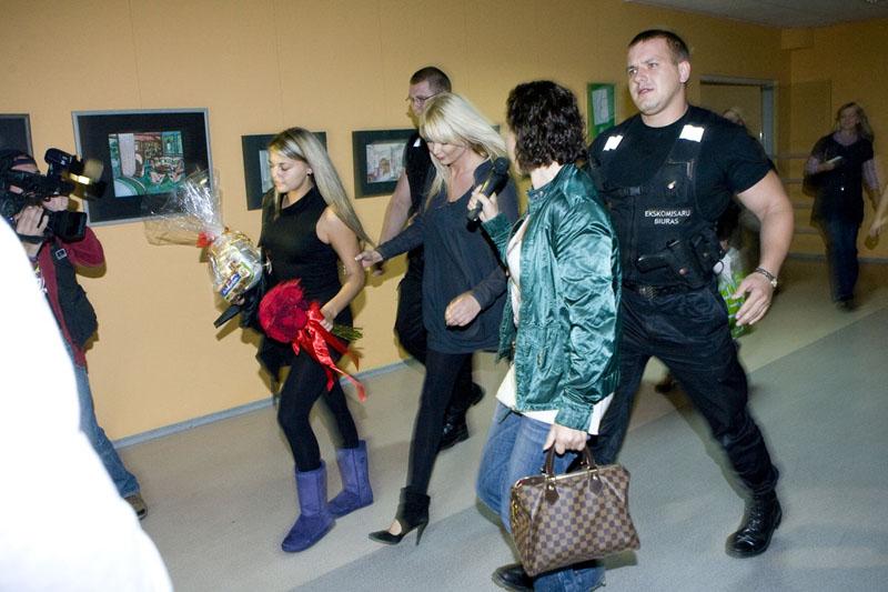 Foto naujienai: Lietuviškas Holivudas: Nataliją Zvonkę lydėjo apsaugininkai