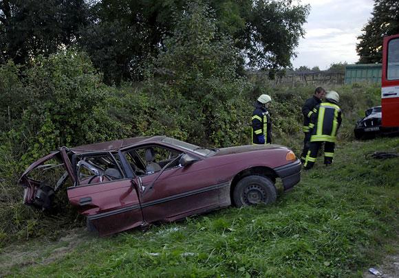 Per girto vairuotojo sukeltą avariją Kėdainių r. žuvo šiuo automobiliu važiavę sutuoktiniai, maža mergaitė atsidūrė reanimacijoje