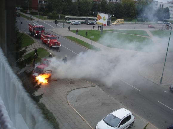 Klaipėdoje degė automobilis.