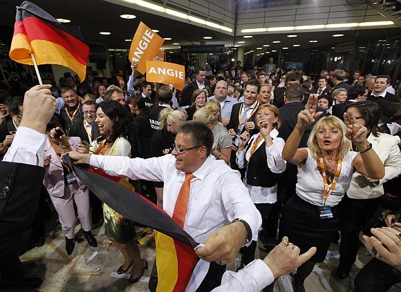Angelos Merkel šalininkai švenčia pergalę