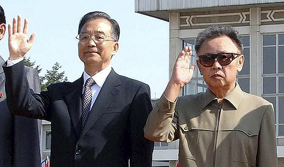 Kinijos premjeras Wen Jiabao ir Šiaurės Korėjos lyderis Kim Jong-ilas Pchenjano oro uoste