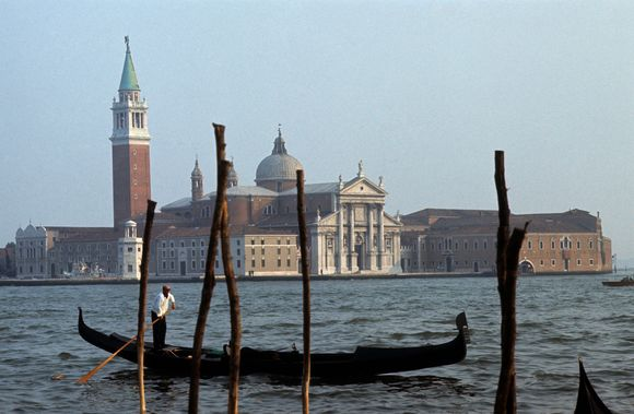 Venecijiečiai nekenčia turistų, nors iš jų užsidirba duonai.