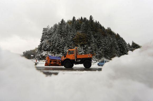 Antradienį Šiaurės Vokietiją, Šveicariją, Lenkiją ir Rusiją užklojo pirmasis sniegas. Lenkijoje sniego storis vietomis siekė iki 40 centimetrų. Šveicarijoje ir Vokietijoje trumpam buvo sutrikdytas eismas kalnų keliais.