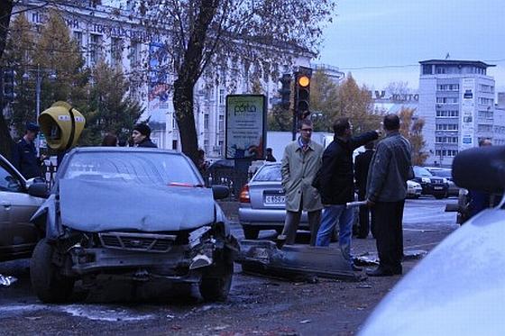 Autobusas Permėje taranavo dvi dešimtis automobilių.