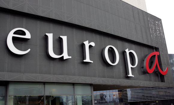 """Pirmadienį ryte """"Europoje"""" atsidarė ne visos parduotuvės."""