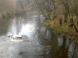 Irmanto Gelūno/15min.lt nuotr./Naujoje Vilnioje nuskendęs automobilis