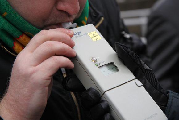 Norint savarankiškai pasitikrinti girtumą, reiktų ieškoti viešoje vietoje įrengto mokamo alkoholio matuoklio arba turėti savo asmeninį aparatą.