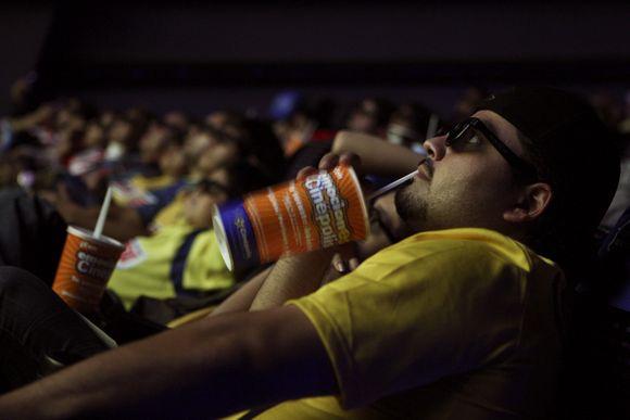 Rungtynes meksikiečių futbolo sirgaliai stebėjo kino tatruose 3D formatu