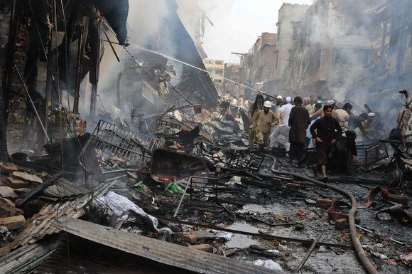 Miesto turguje sprogo galinga bomba.