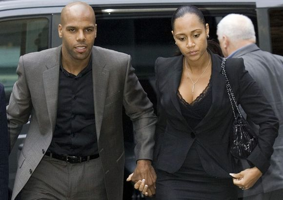 M.Kingą į teismo rūmus lydėjo žmona Julie