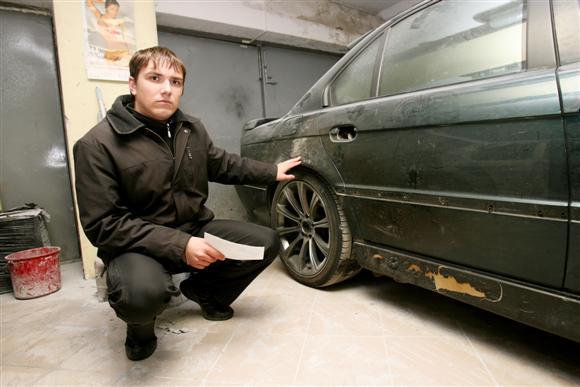 Nors automobilis jau buvo pradėtas tvarkyti, iš verslininkų sulaukęs netikėto akibrokšto, S.Žiurinskas buvo priverstas sustabdyti remonto darbus.