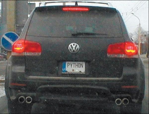 """Viešinti savo pavardės nepanoręs verslininkas neteko ant automobilio """"VW Touareg"""" uždėto valstybinio numerio PYTHON."""