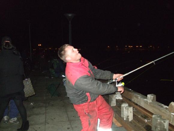 Žvejai okupavo marias ir naktį.