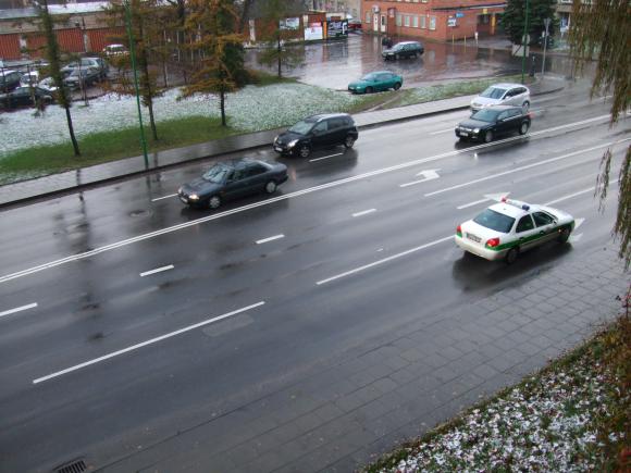 Klaipėdoje ankstyvą rytą vairuotojai turėjo būti atsargūs dėl slidžių kelių.