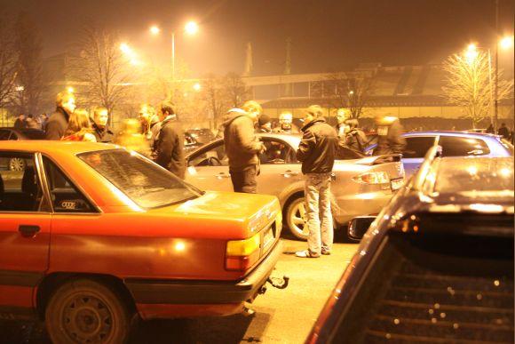Orientacinėse varžybose automobiliais po miesto gatves dalyvavo pusšimtis automobilių.