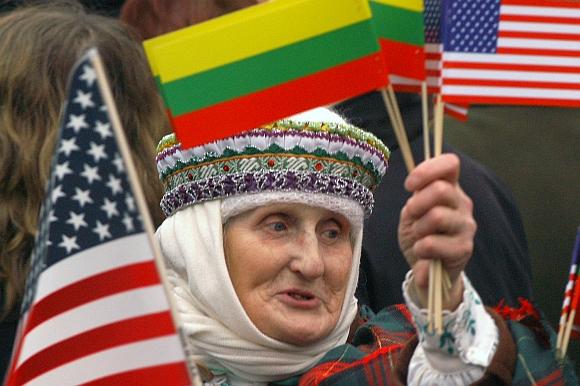 Jadvyga Bieliauskienė. Nuotrauka daryta per George'o W.Busho vizitą Lietuvoje.