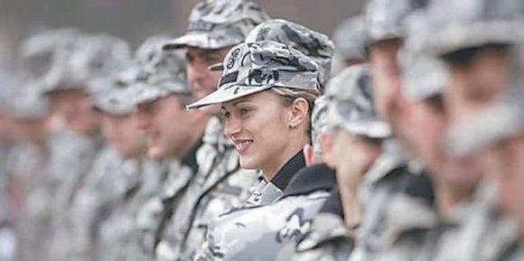 Bulgarės nori tarnauti kariuomenėje.