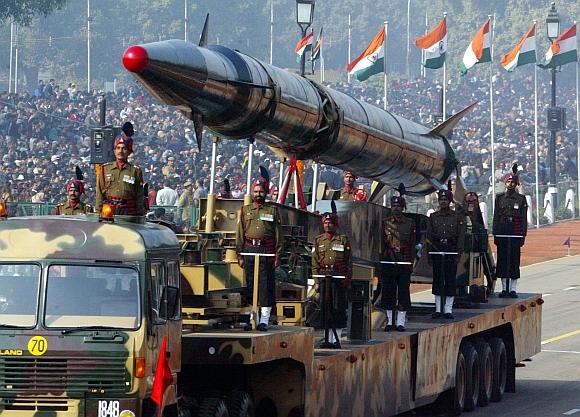 "Indijos raketa ""Agni II"""