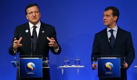 """Jose Manuelis Barroso ir Dmitrijus Medvedevas kalbėjosi ir apie """"Družbos"""" naftotiekį."""
