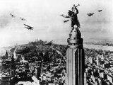 """""""Scanpix"""" nuotr./Kadras iš 1933 metų filmo. King Kongas ant """"Empire State Building"""" dangoraižio."""