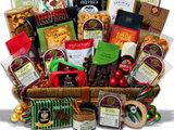 gifts.com nuotr./Skanių dovanų rinkinys pintinėje