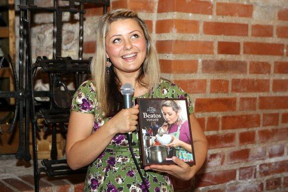 Knygos autorė pasakojo apie virtuvės paslaptis, dalinosi patarimais su vakaro svečiais.
