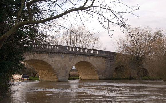 Aukcione parduotas tiltas