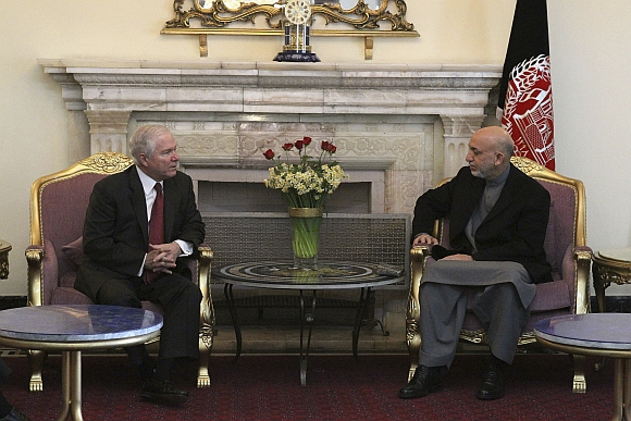 Robertas Gatesas ir Hamidas Karzai