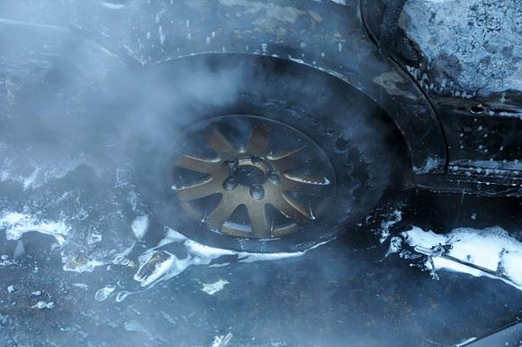 Sudegusio automobilio ratas