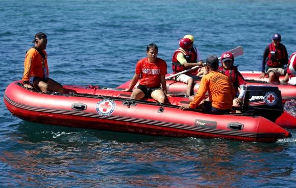 Filipinų gelbėtojai ieško išgyvenusiųjų per kelto katastrofą.