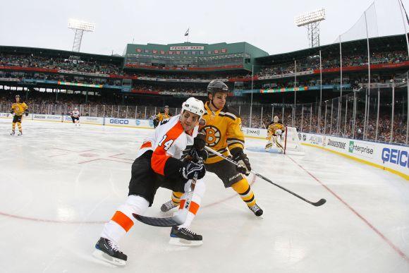 Tradicija kiekvienų metų sausio 1-ą surengti rungtynes po atviru dangumi NHL lygoje tęsiasi jau trečius metus iš eilės
