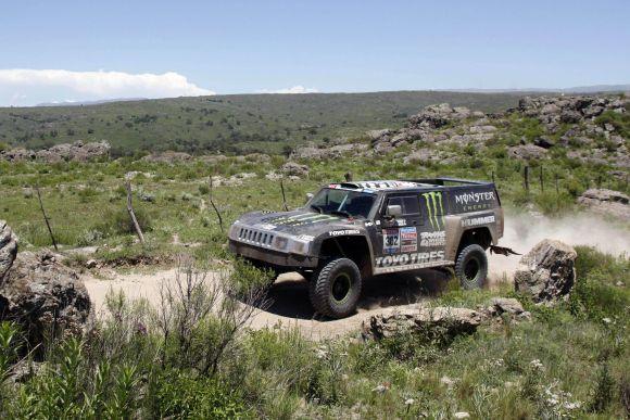 """R.Gordonas su """"Hummer"""" ketvirtosios Dakaro ralio dienos etapą laimėjo vos 1 sekunde"""
