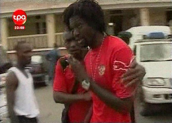 """Ginkluotų užpuolikų taikiniu tapusiame Togo futbolo rinktinės autobuse važiavo ir tokios pasaulio futbolo žvaigždės kaip E.Adebayoras iš """"Manchester City"""" klubo"""