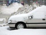 """Juliaus Kalinsko/""""15 minučių"""" nuotr./Automobilių aikštelėse didžiuliai kalnai sniego"""