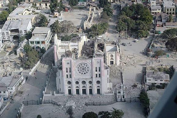Scanpix nuotr./Haičio sostinė po žemės drebėjimo
