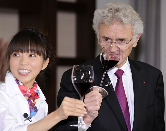 Prancūzijos vyndarys G.Duboeufas ėmė reklamuoti prancūzišką vyną važinėdamas po visą pasaulį.