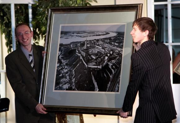 Dmitrijaus Medvedevo nuotrauka parduota už 51 mln. rublių.