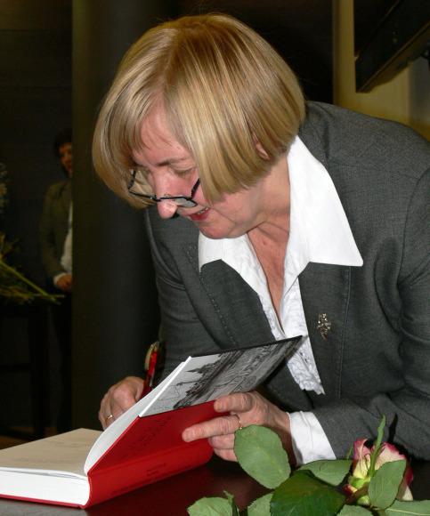 """Literatūrinė I.Simonaitytės premija šiemet bus teikiama už knygą """"Nugrimzdusi Klaipėda""""."""