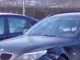 Sauliaus Chadasevičiaus/15min.lt nuotr./Per avariją nelemtoje sankryžoje vilnietis suniokojo savąjį 2005 m. laidos BMW.