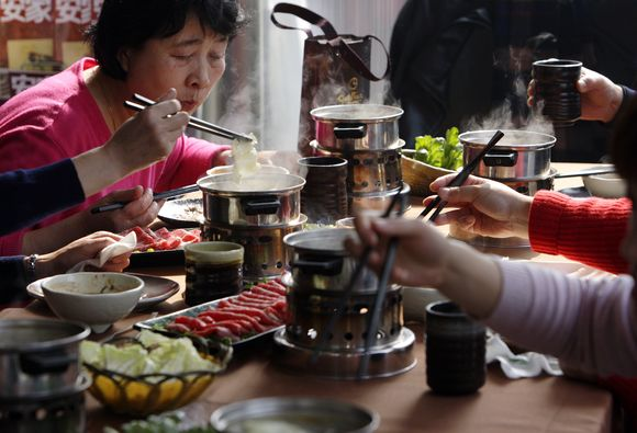 Kinai pietauja