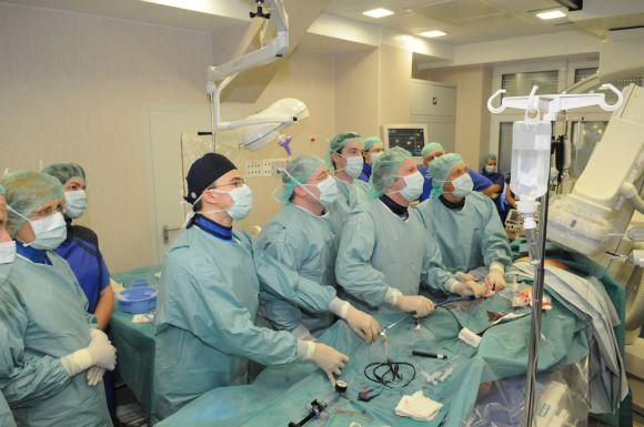LGS prezidentas L.Labanauskas apgailestavo, kad dirbti Lietuvoje pagal įgytą specialybę lieka tik du trečdaliai medicinos studijas baigusių kvalifikuotų gydytojų.