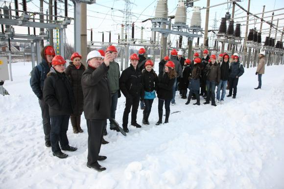Moksleiviams pamoka buvo surengta elektros pastotėje.