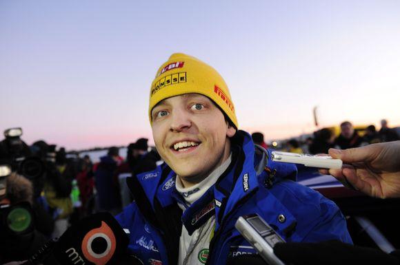 Pasaulio autoralio čempionato lyderiu tapo Mikko Hirvonenas.