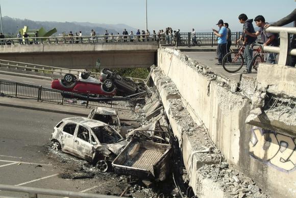 Konsepsjone griuvo tiltai ir viadukai.