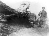 """""""Scanpix"""" nuotr./Sibiro valstietis prie mamuto liekanų (apie 1900 m.)"""
