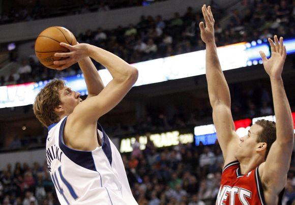 """D.Nowitzkis ir """"Mavericks"""" iškovojo tryliktą pergalę iš eilės"""