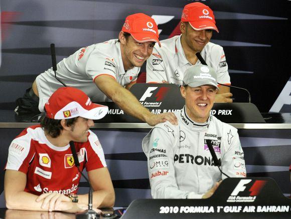 J.Buttonas nevengė pasišaipyti iš M.Schumacherio