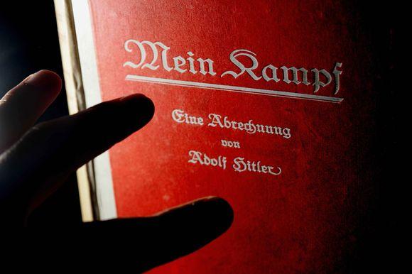 """A.Hitlerio knyga """"Mein Kampf"""""""
