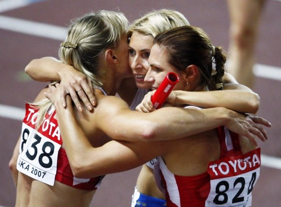 Jelena Migunova (viduryje) ieško teisybės