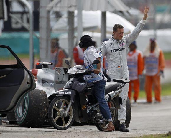 M.Schumacheris dėl techninių gedimų nebaigė lenktynių Malaizijoje
